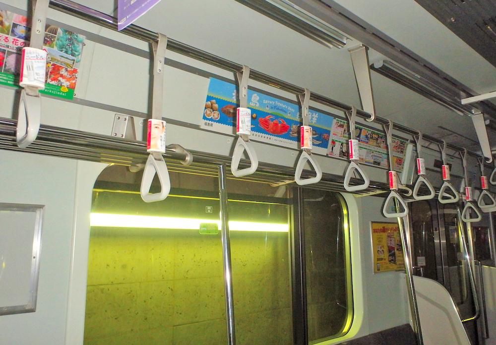 「パーフェクトニードル」の電車つり革広告